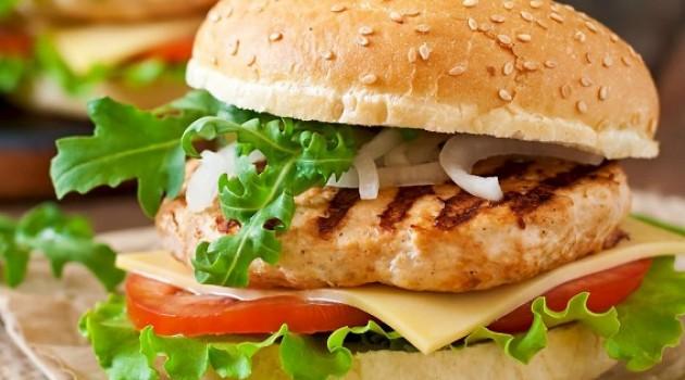 Pelin Çift İle İyi Fikir Gürkan Şef'den Ev Usulü Tavuk Burger Tarifi 11.04.2019