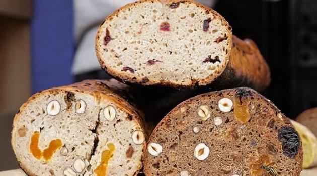 Pelin Çift İle İyi Fikir Şef Rafet İnce'den Ekşi Mayalı Kuru Meyveli Ekmek ( Focaccıa)Tarifi 01.05.2019