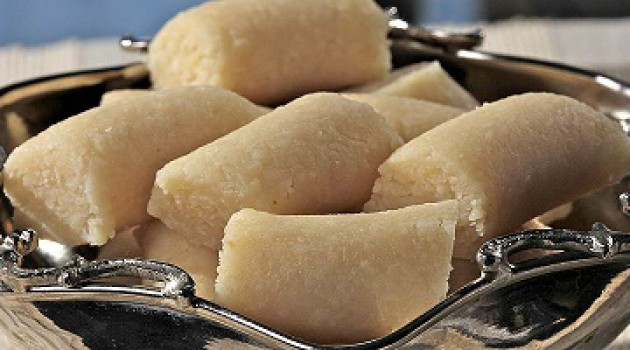 Gülenay ile Pasta Börek Badem Ezmesi Tarifi 31.07.2015