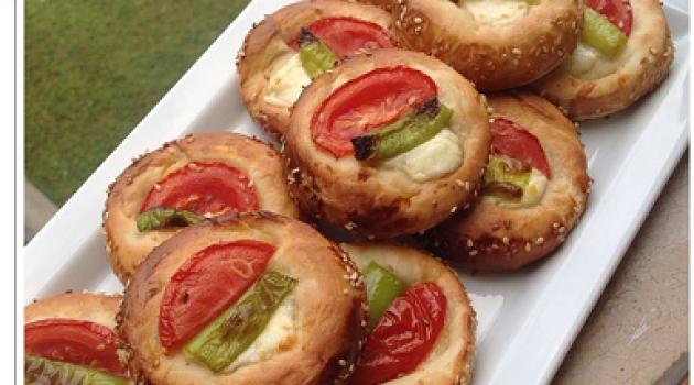 Gülenay ile Pasta Börek Minik Peynirli Pastane Pizza Tarifi  29.07.2015