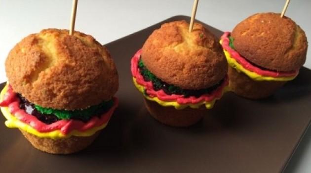 Ver Fırına Tatlı Mini Burgerler Tarifi
