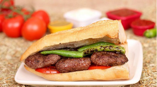 Öykü Gürman İle Günün Yemeği Ekmek Arası Maç Köftesi Tarifi 12.11.2020