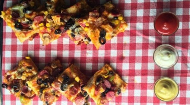 Ver Fırına Yufkadan Pizza Tarifi 26.02.2015