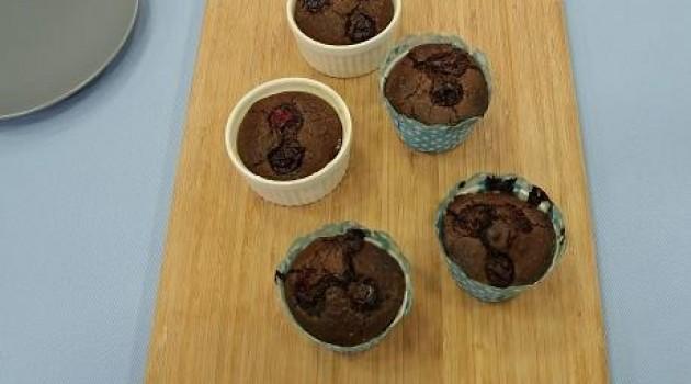 Ver Fırına İlter Yılmaz ve Özge Deniz'in Vişneli Çikolatalı Cupcake Tarifi 01.04.2015